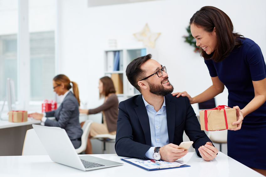 Employee Gifting: Extraordinary Benefits & Ideas!